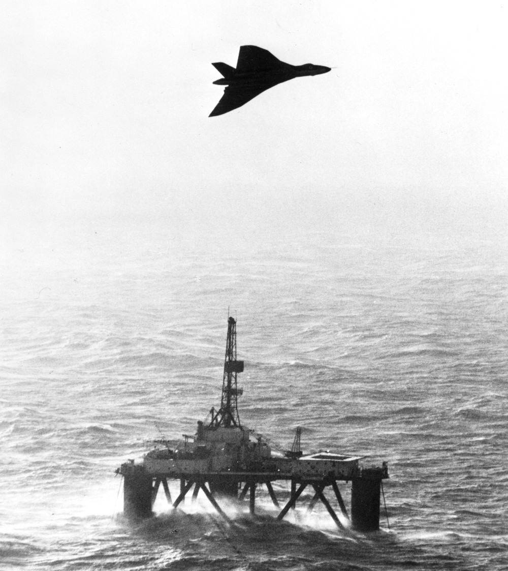 A Vulcan B2 MRR of 27 Squadron keeps an watching eye on a North Sea oil rig. (Crown Copyright)